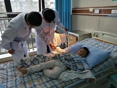 一孩童右手中指意外离断 雅安仁康医院医生妙手接回
