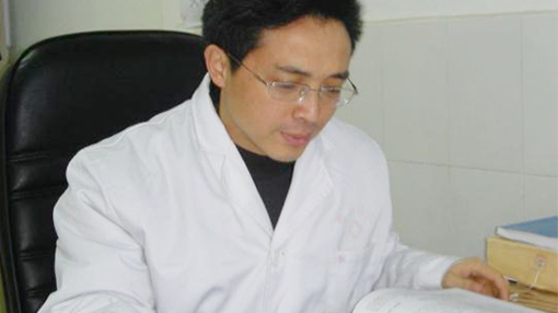 雅安仁康医院院长崔建强:寻找理想与现实的结合点